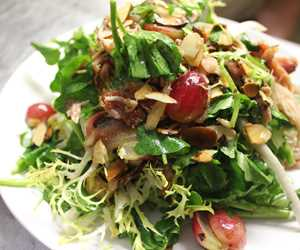 Chicken confit salad with almonds & roasted grapes